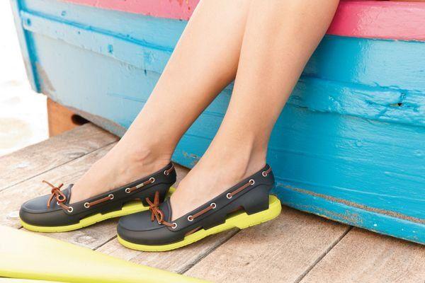 Поэтому, если в вашем арсенале еще нету подходящей обуви, поспешите  приобрести резиновые женские сапоги от бренда Crocs. Не поленитесь  заглянуть на ... 417449956d4